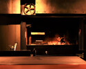 An open kitchen and firewood kiln that stimulates the five senses, high-quality materials from Japan and around the world, and a superb taste woven from firewood flames