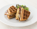 【TAKEOUT】ワッフルサンドウィッチ Bacon & Cheese Waffle Sandwich