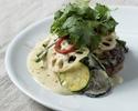 スパイスが効いた 夏野菜のグリーンカレーハンバーグ / ライス