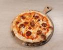 Pizza, tomato sauce, mozzarella, nduja, spicy salami, onion