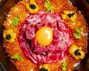 【うしみつ 西麻布 〜 特撰 〜】『和牛の雲丹ユッケドッグ』『うしみつ究極のヒレ土鍋ご飯』を含む系列店最高峰のコース。