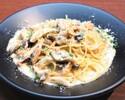 【Takeout】北海道産秋鮭と4種きのこのポルチーニクリームソーススパゲッティ